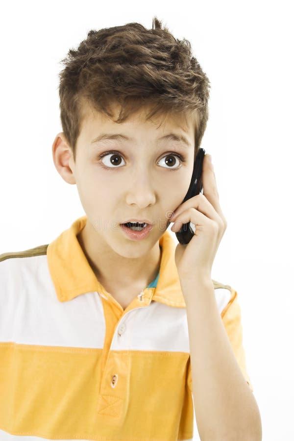 Muchacho sorprendido del teléfono fotografía de archivo libre de regalías