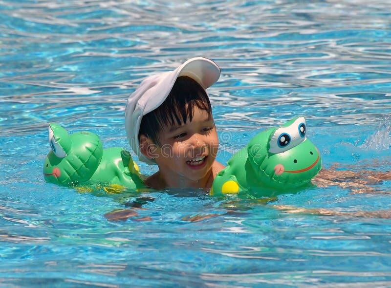 Muchacho swimming02 imagenes de archivo