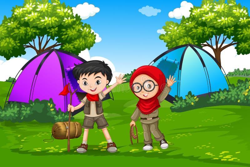 Muchacho y girl scout que acampan en bosque ilustración del vector