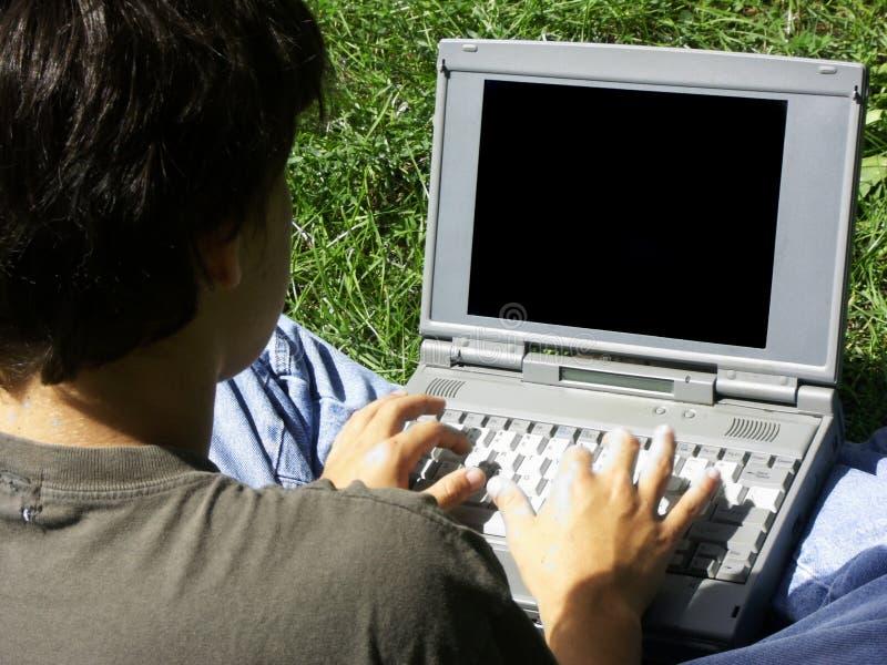 Muchacho y laptop#2 imagen de archivo