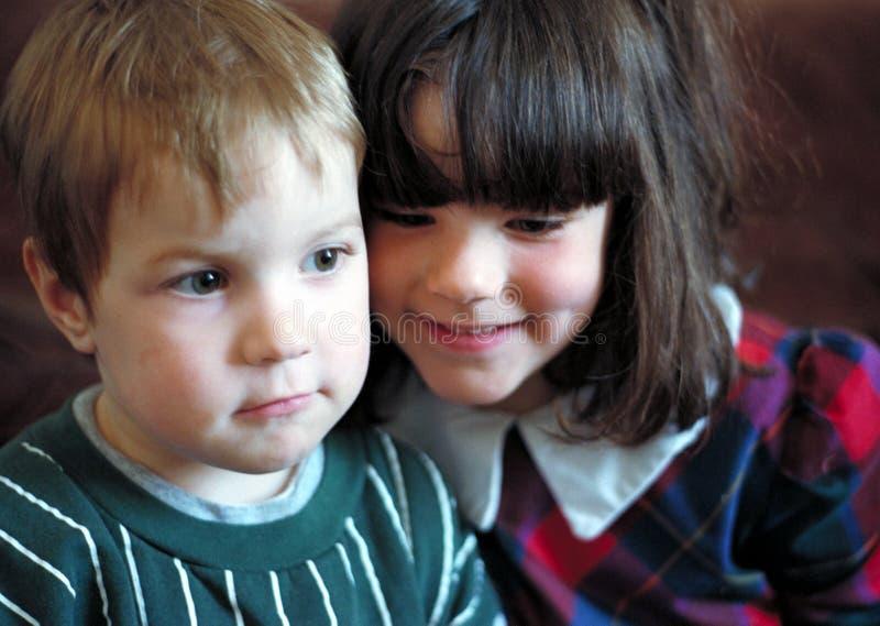 Muchacho y muchacha imagenes de archivo