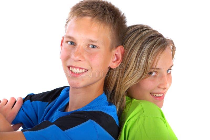 Muchacho y muchacha adosados mutuamente fotos de archivo