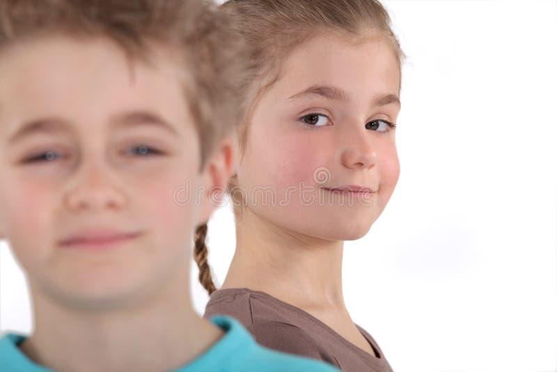 Muchacho y muchacha jovenes foto de archivo libre de regalías