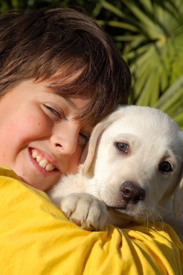 Muchacho y perro imagen de archivo libre de regalías