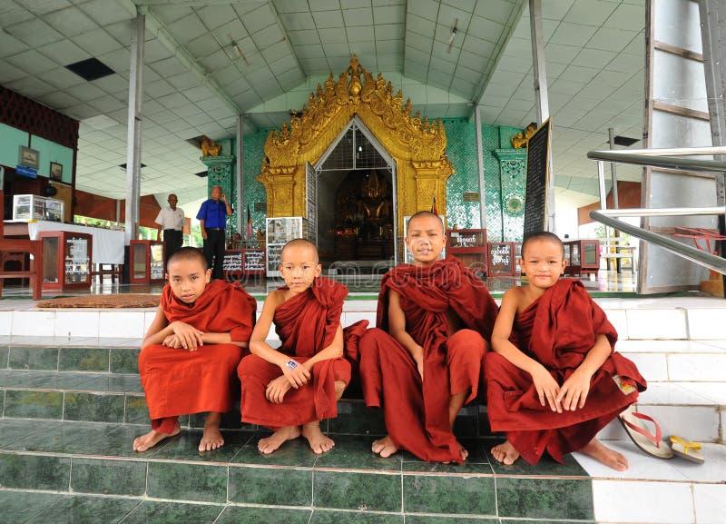 Muchachos birmanos del novato en Mandalay foto de archivo libre de regalías