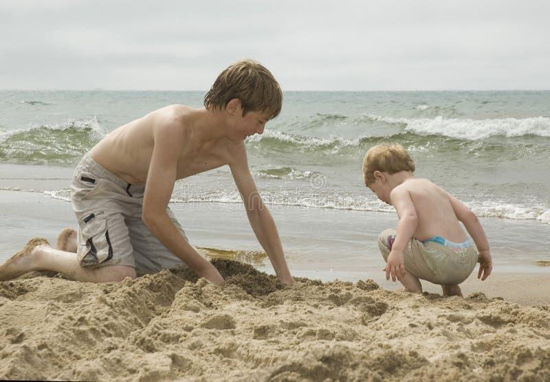 Muchachos de la playa imagen de archivo libre de regalías