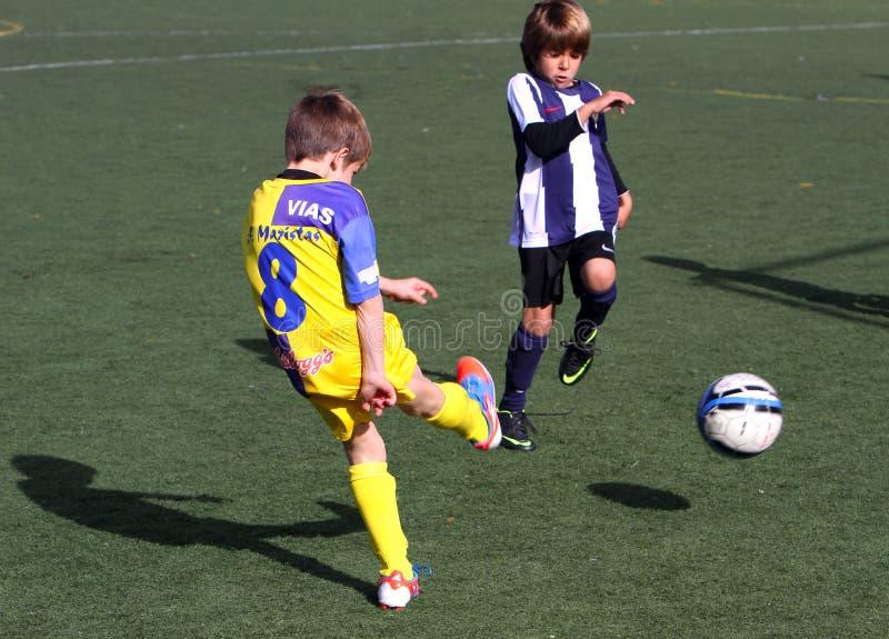 Muchachos en la taza del fútbol de la juventud de la ciudad de Alicante foto de archivo libre de regalías