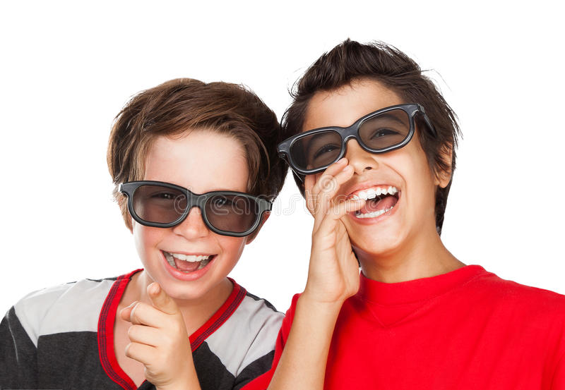 Muchachos felices que miran película fotografía de archivo libre de regalías