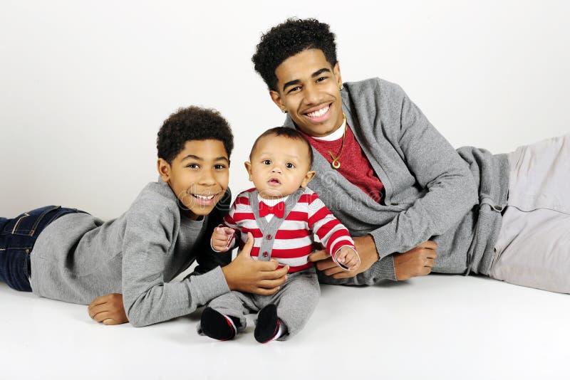 Muchachos grandes felices con el bebé Brother fotos de archivo libres de regalías