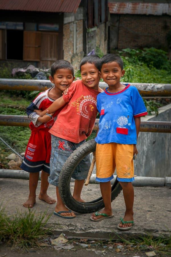 Muchachos indonesios felices imagen de archivo libre de regalías