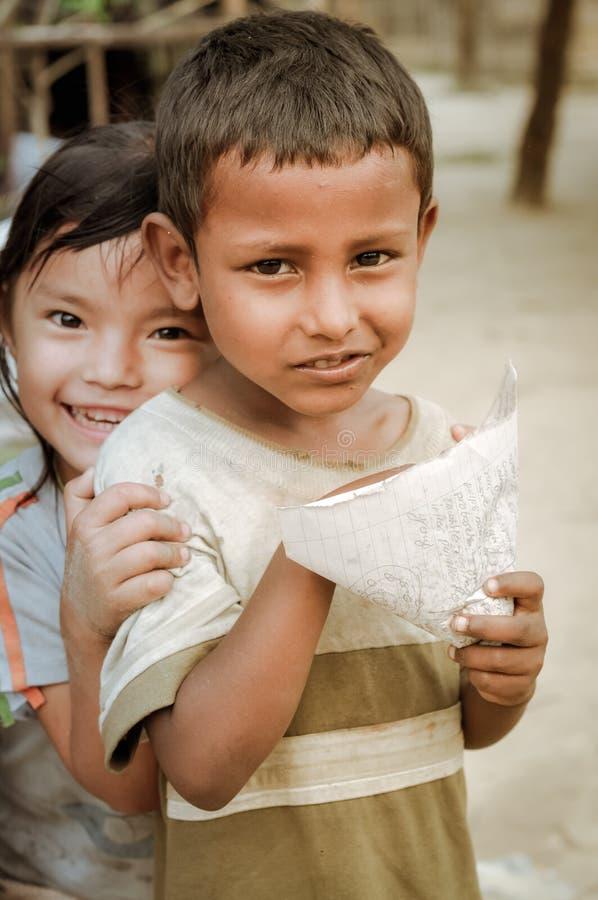 Muchachos jovenes en Nepal fotos de archivo