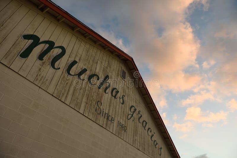 Muchas Gracias, спасибо, подпишите внутри испанский язык, Rockport, Техас, США стоковые фото
