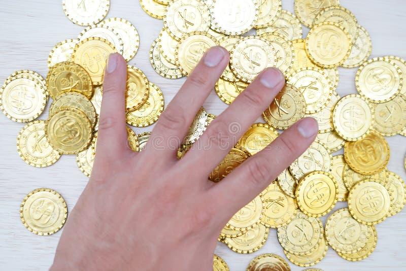 Muchas monedas de oro imagenes de archivo