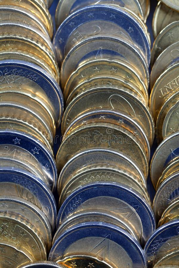 Muchas monedas del euro imagenes de archivo