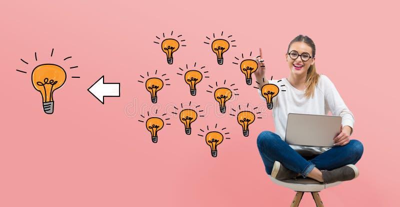 Muchas peque?as ideas en una idea grande con la mujer joven libre illustration