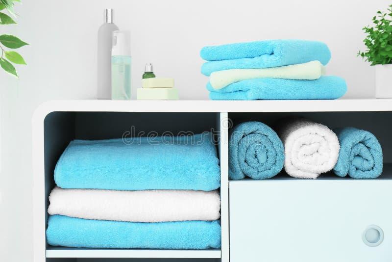 Muchas toallas limpias fotografía de archivo