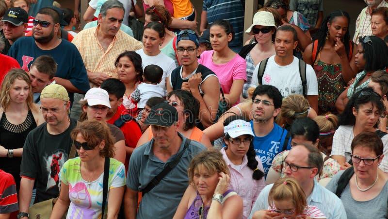 Muchedumbre De Turistas Imagen de archivo editorial