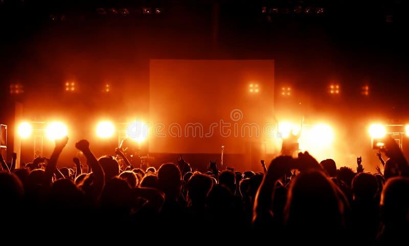 Muchedumbre del concierto foto de archivo