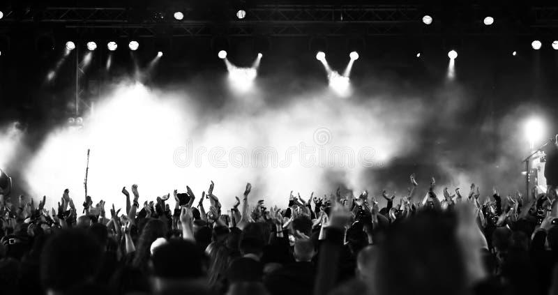 Muchedumbre del concierto fotos de archivo