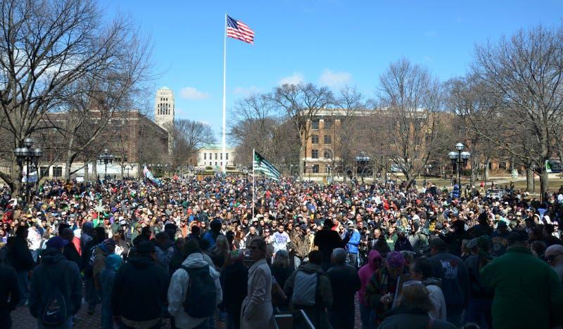 Muchedumbre en Ann Arbor Hash Bash 2014 imagen de archivo libre de regalías