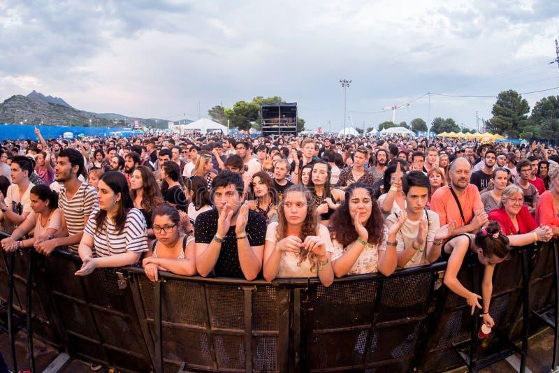 Muchedumbre en un concierto en el festival de la BOLA foto de archivo