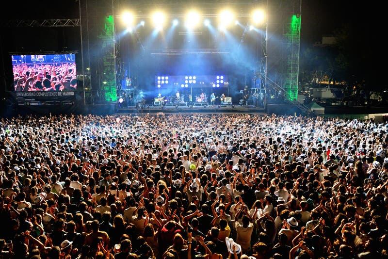 Muchedumbre en un concierto en el festival de Dcode imágenes de archivo libres de regalías