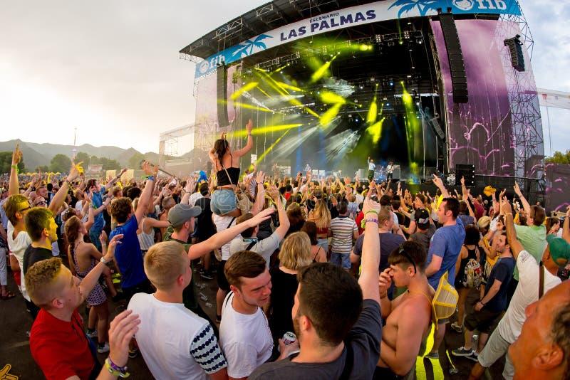 Muchedumbre en un concierto en el festival de la BOLA fotos de archivo libres de regalías