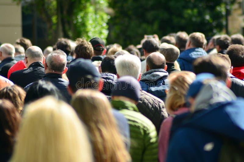 Muchedumbre que assiste a la reunión política fotos de archivo libres de regalías