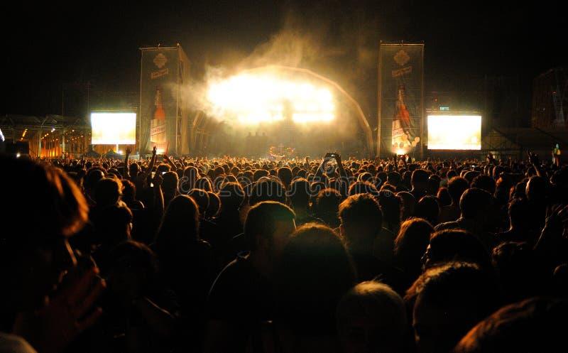 Muchedumbre que mira un concierto en San Miguel Primavera Sound Festival fotos de archivo libres de regalías