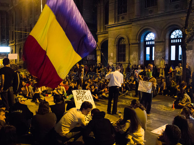 Muchedumbre rumana de los manifestantes contra Rosia Montana fotografía de archivo libre de regalías
