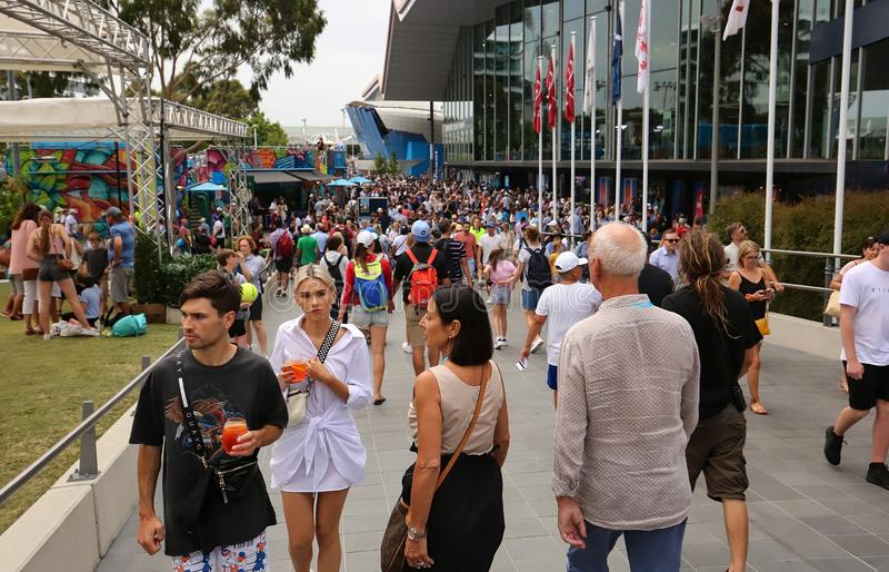 Muchedumbres de gente en Abierto de Australia Grand Slam foto de archivo libre de regalías
