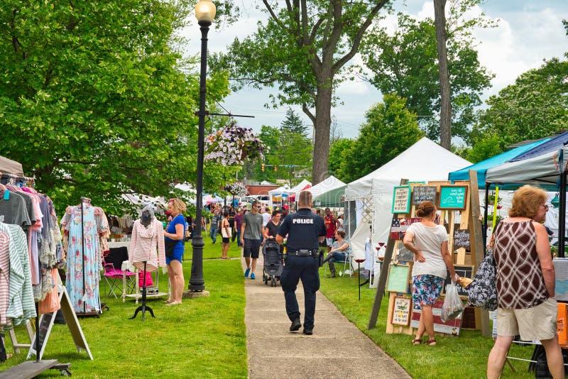 Muchedumbres del festival de la ciudad del verano imagen de archivo libre de regalías