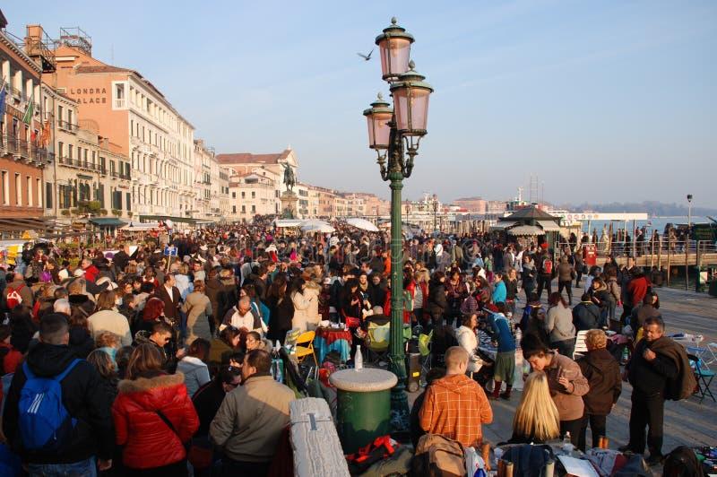 Muchedumbres durante el carnaval de Venecia imagen de archivo