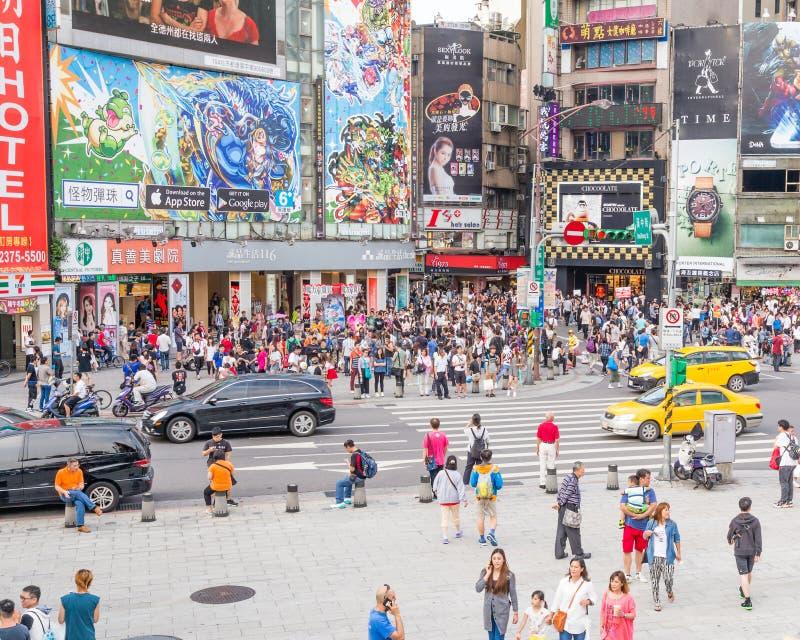 Muchedumbres en el distrito de Ximending, Taipei foto de archivo libre de regalías
