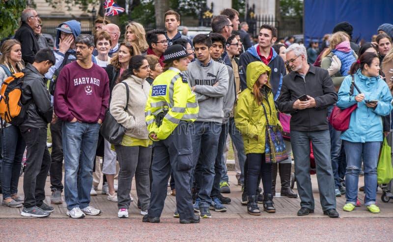 Muchedumbres en las calles de Londres imágenes de archivo libres de regalías