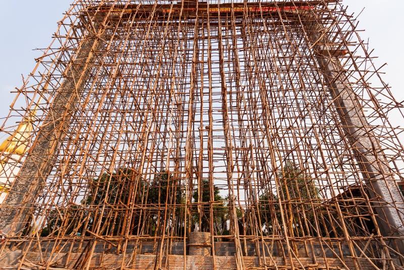 Mucho bambú para el andamio de bambú tradicional en el templo imágenes de archivo libres de regalías
