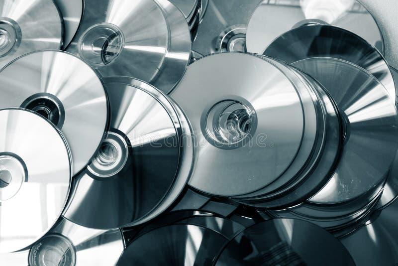Mucho DVDs con diversos colores fotos de archivo libres de regalías