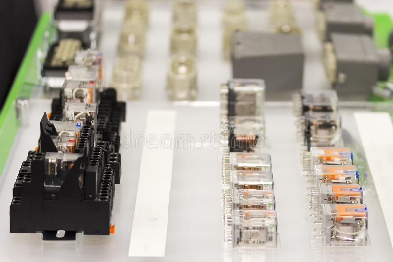 Mucho interruptor del zócalo y de la retransmisión eléctrica automático o electroimán para el circuito eléctrico actuado de la má imagen de archivo libre de regalías