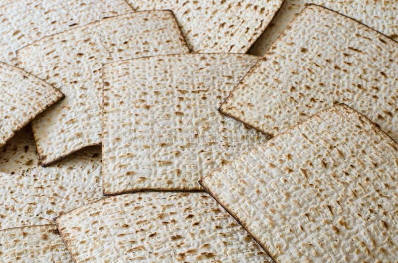 Mucho matzoth o matza en la comida de plena pantalla, judía del día de fiesta fotos de archivo libres de regalías