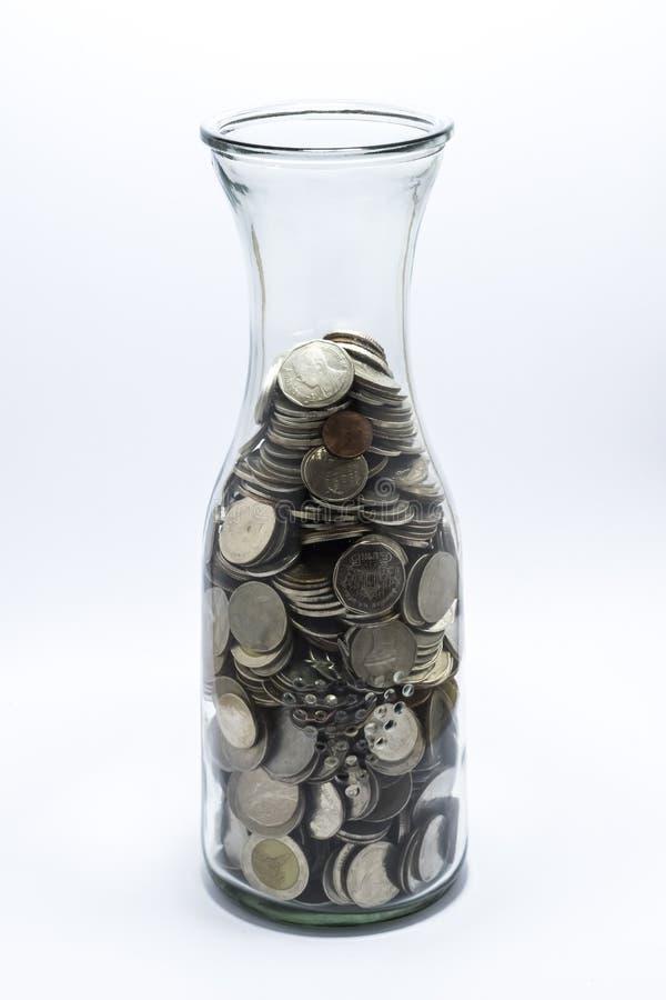 Mucho moneda del baño en la botella imágenes de archivo libres de regalías