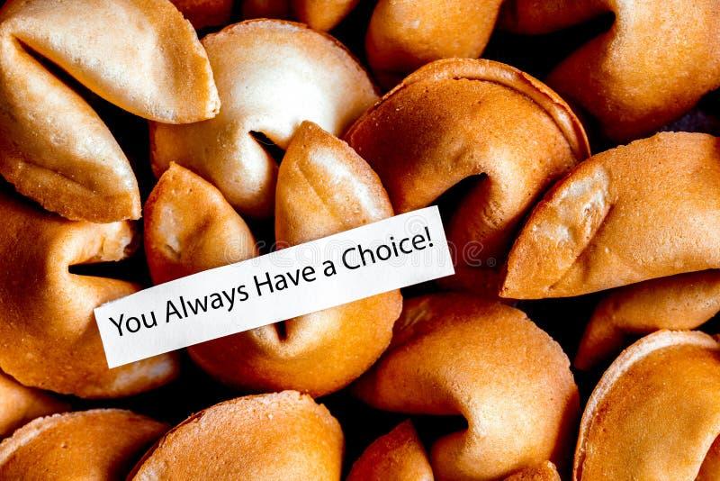 Mucho papel chino de la galleta de la suerte con la predicción foto de archivo libre de regalías