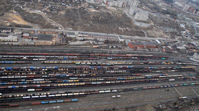 Download Muchos Carros Y Trenes. Visión Aérea. Foto de archivo - Imagen de transporte, tráfico: 7151312