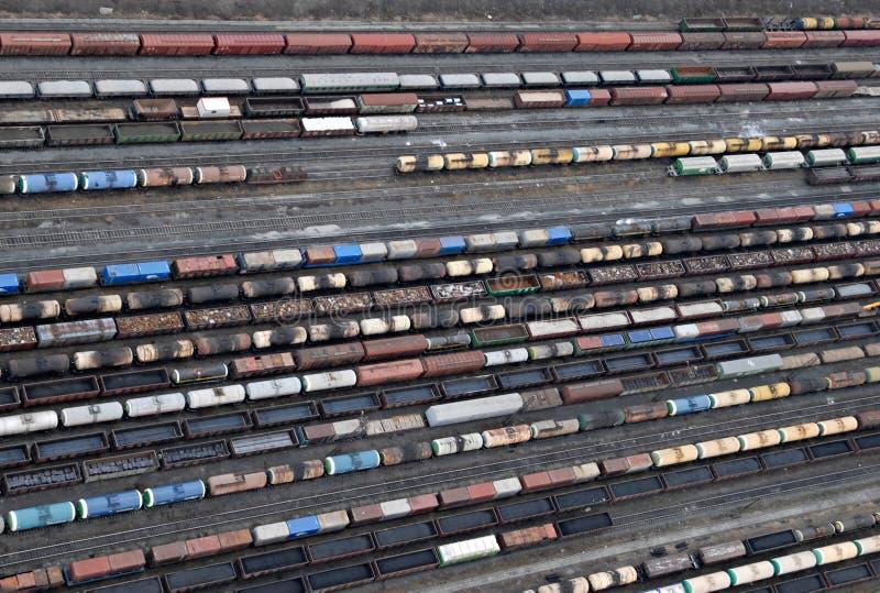 Download Muchos Carros Y Trenes. Visión Aérea. Imagen de archivo - Imagen de ciudad, estación: 7151333