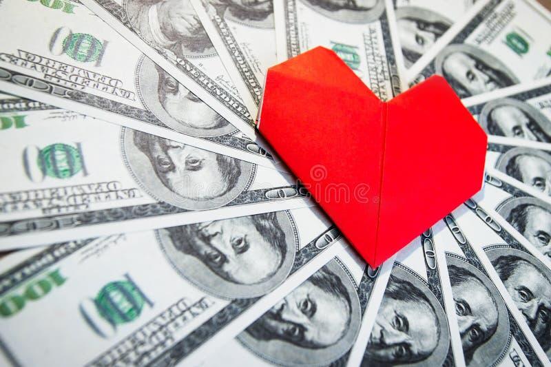 Muchos dólares de EE. UU. del efectivo formados en círculo imagen de archivo libre de regalías