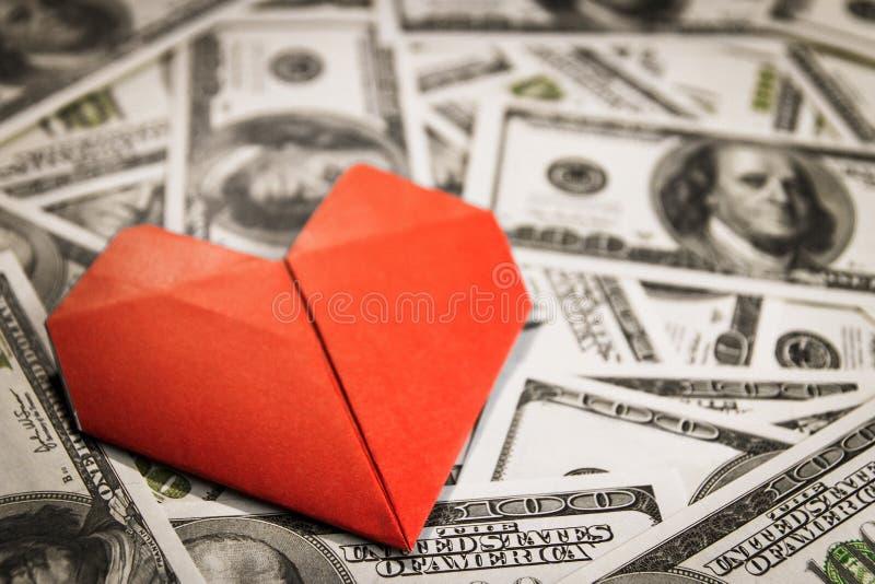 Muchos dólares de EE. UU. del efectivo formados en círculo fotos de archivo libres de regalías