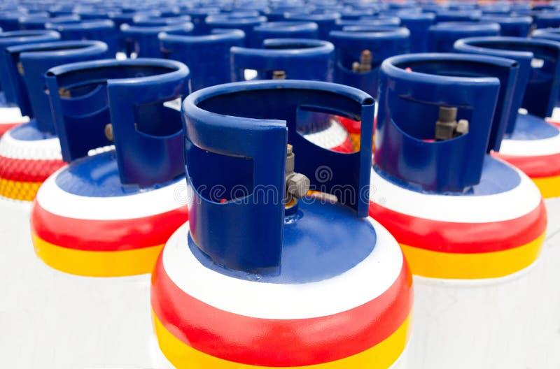 Muchos de los depósitos de gas imagen de archivo libre de regalías