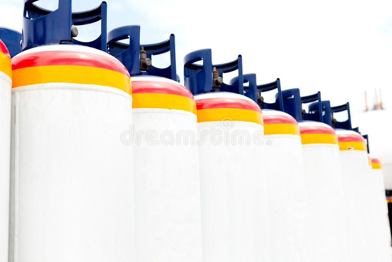 Muchos de los depósitos de gas fotos de archivo libres de regalías