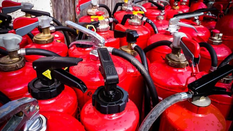 Muchos extintores usados, visión superior fotografía de archivo libre de regalías