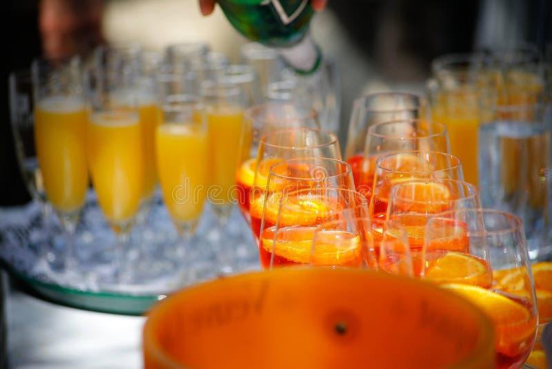 Muchos glases del champagner imagenes de archivo