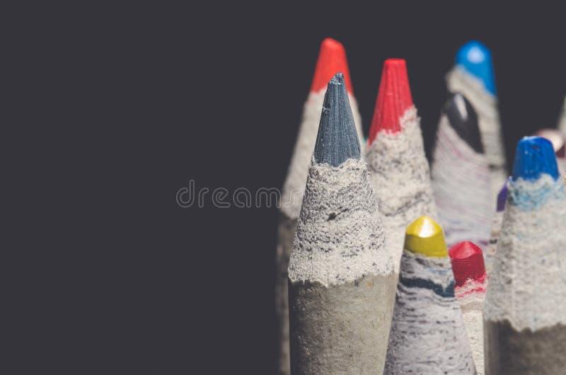 Muchos lápices del colorante con la mirada retra mate imagen de archivo